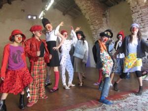 SEJOURS ARTISTIQUES ENFANTS clown/danse voltige dans Non classé a-échauffement-clorporel-1-11-300x225